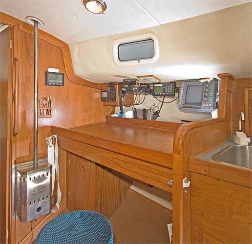 Hoyt Freedom 35 cat ketch archive details - Yachtsnet Ltd. UK yacht brokers - yacht brokerage ...