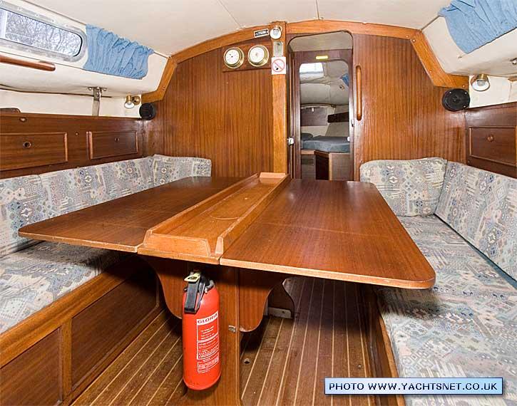 Westerly fulmar archive details yachtsnet ltd online uk for Table design yacht